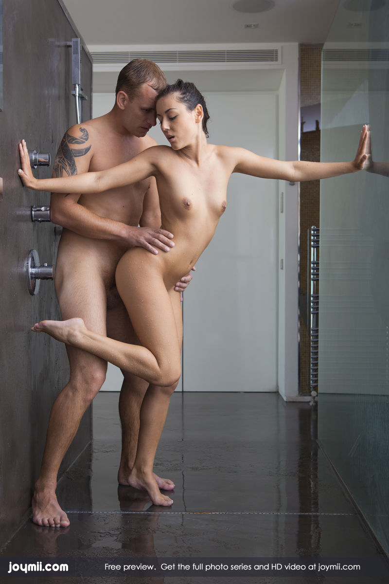 Hard free sex in shower