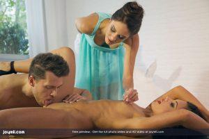 Joymii Apolonia & Carolina in La Masturbadora with Sean